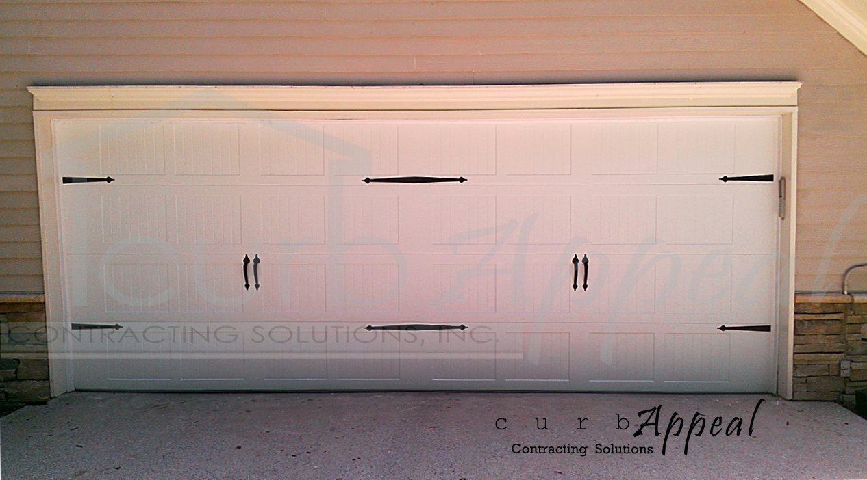 Energy efficient carriage door carriage garage doors for Energy efficient garage doors